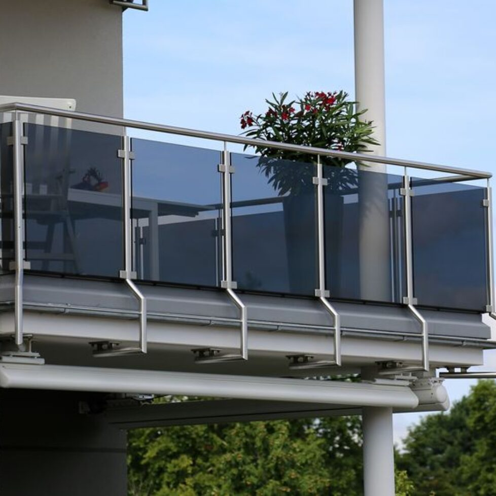 86580001 - balcony railing with glass and stainless steel